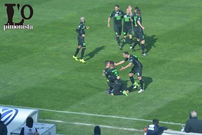 il Novara esulta per il sucesso esterno a Pescara