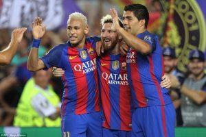 Messi, Suarez e Neymar esultano dopo un gol