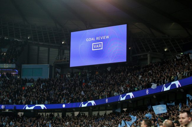 "Dalla Francia: ""UEFA pronta a concludere la Champions senza VAR"""